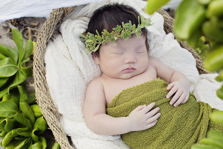 36 Oahu Hawaii newborn photography beach