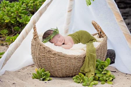 8 Oahu Hawaii newborn photography beach