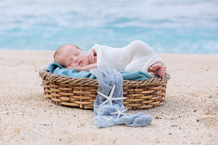 16 Oahu Hawaii newborn photography beach