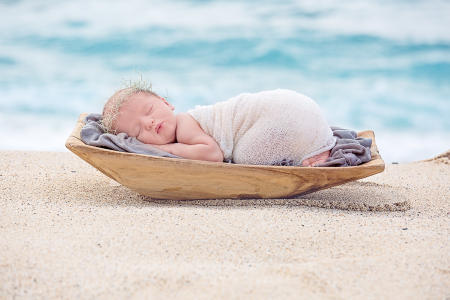 17 Oahu Hawaii newborn photography beach