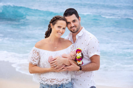 4 Oahu Hawaii newborn photography beach